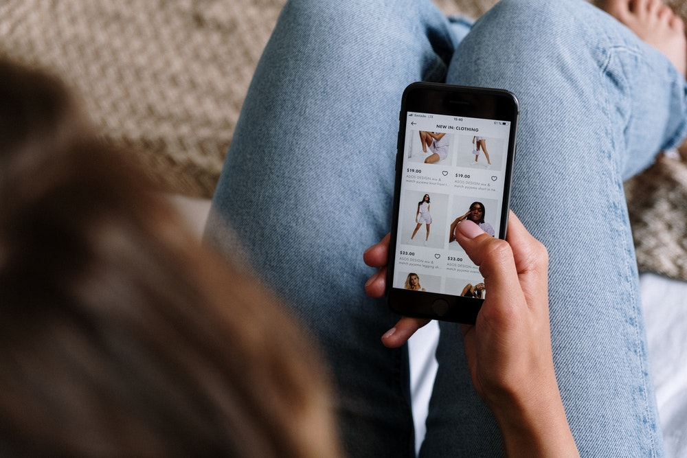 Write e-commerce product descriptions